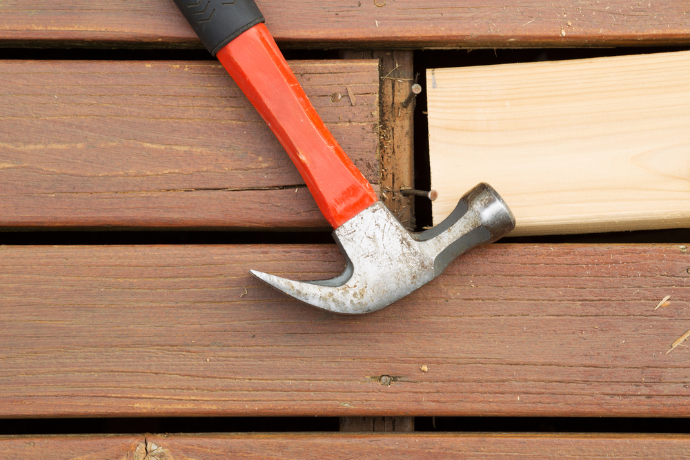 Deck maintenance - Replacing Old Decking Boards with a Hammer & Nails