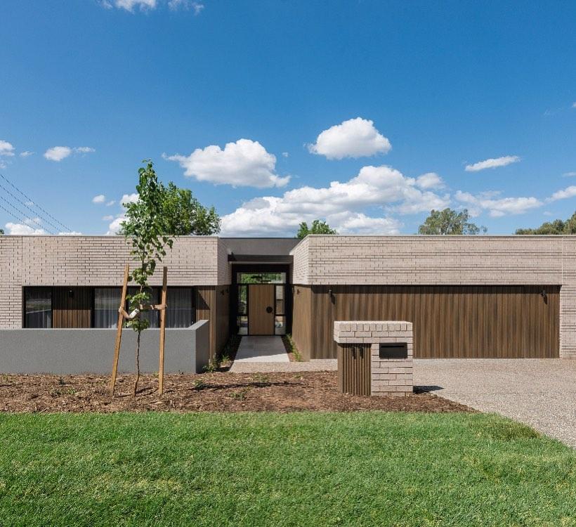 Seamless indoor outdoor living in Canberra